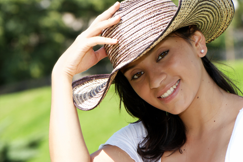 colombian_woman_with_hat