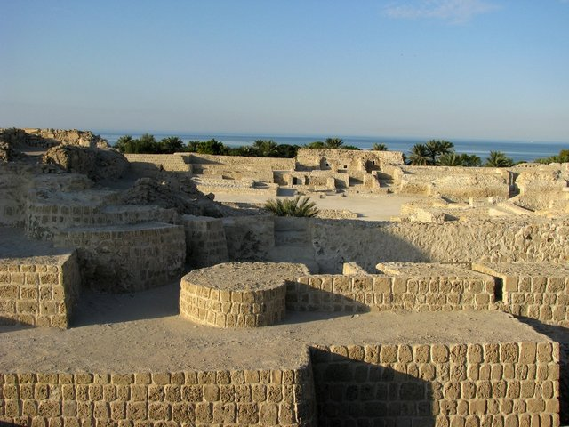 Bahrain Fort (source: Fotopedia)